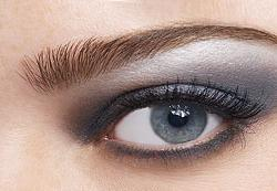 le maquillage id al pour mettre en vidence les yeux bleus. Black Bedroom Furniture Sets. Home Design Ideas