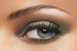 Quel maquillage choisir pour accentuer les yeux verts - Comment se maquiller les yeux verts ...
